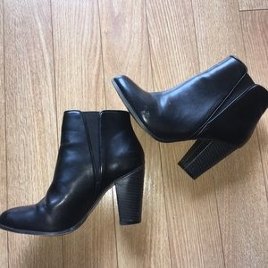Black Ann Taylor size 5.5 high wedged boots